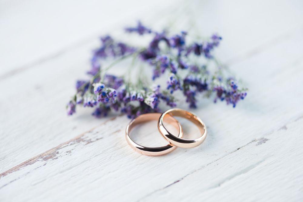 "<span class=""title"">結婚指輪と婚約指輪の違いって何?</span>"
